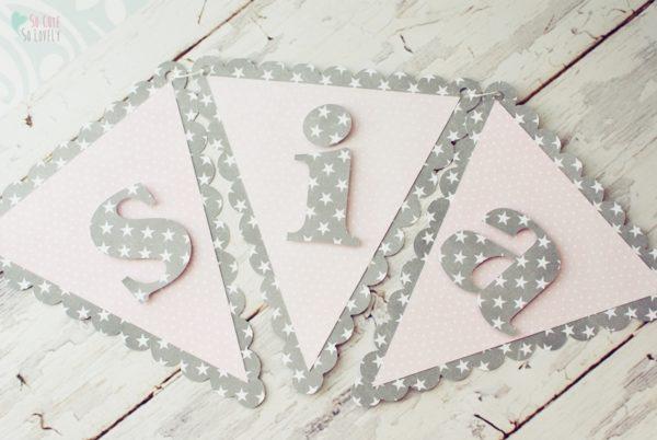 Dekoracje urodzinowe dla dzieci: baner i piki