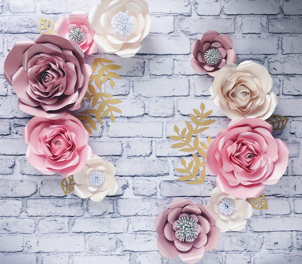 papierowe kwiaty na ścianę