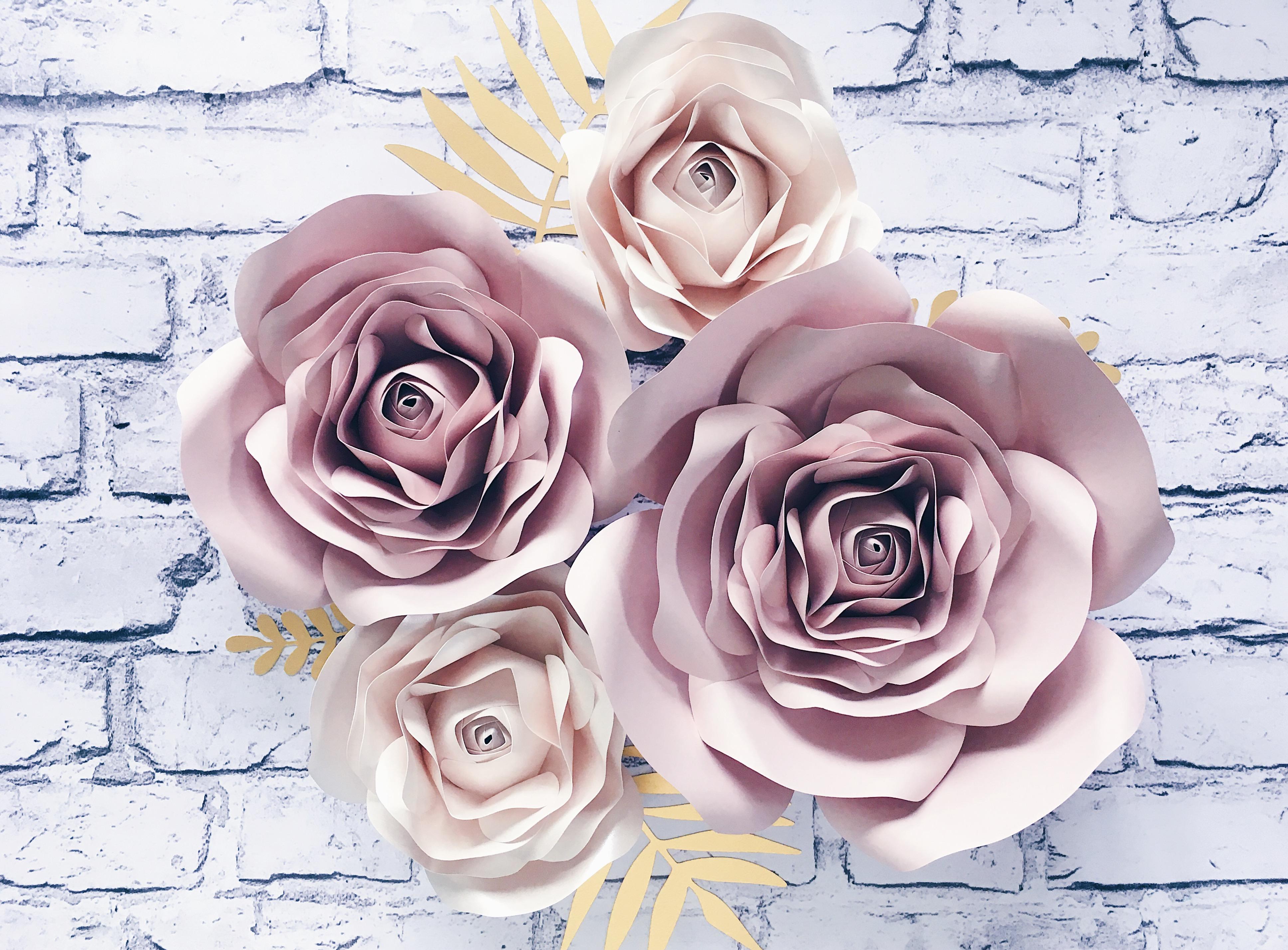 duża i średnia: matowy nude, małe róże: delikatnie metalizowany perłowy oraz złote listki