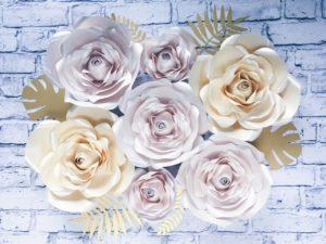Duże kwiaty z papieru - ścianka ślubna