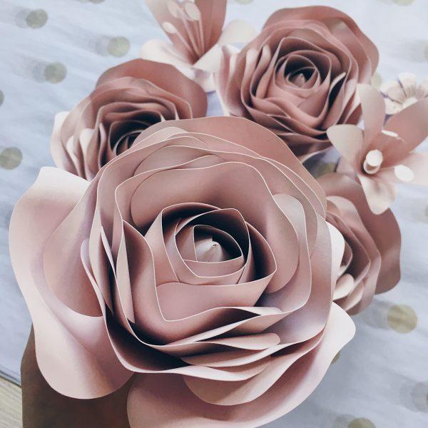 kwiaty na ściankę kolor nude