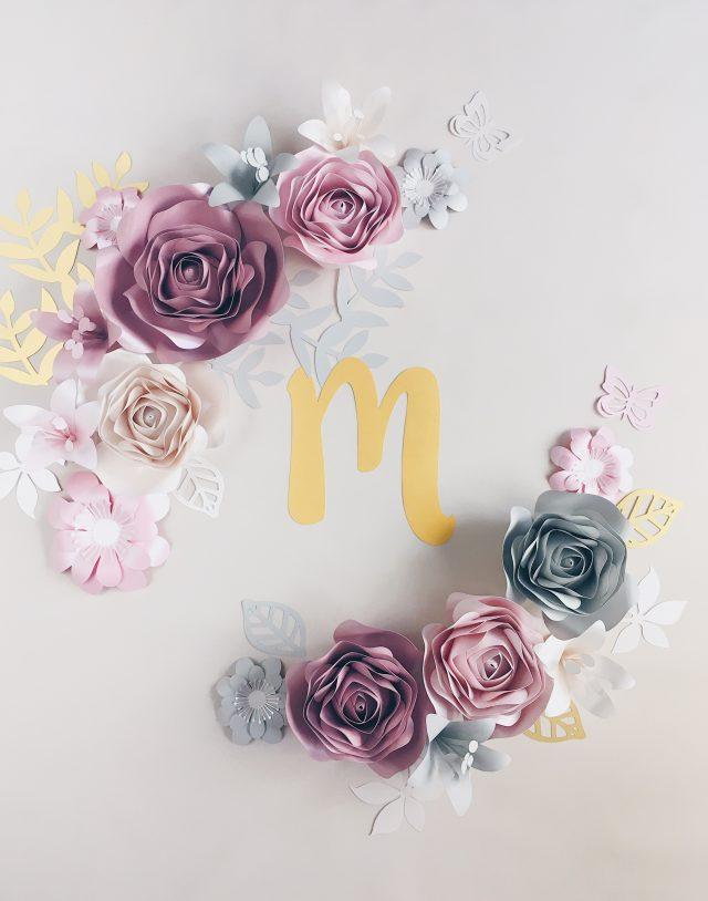 Duże kwiaty z papieru - dekoracja na ściankę